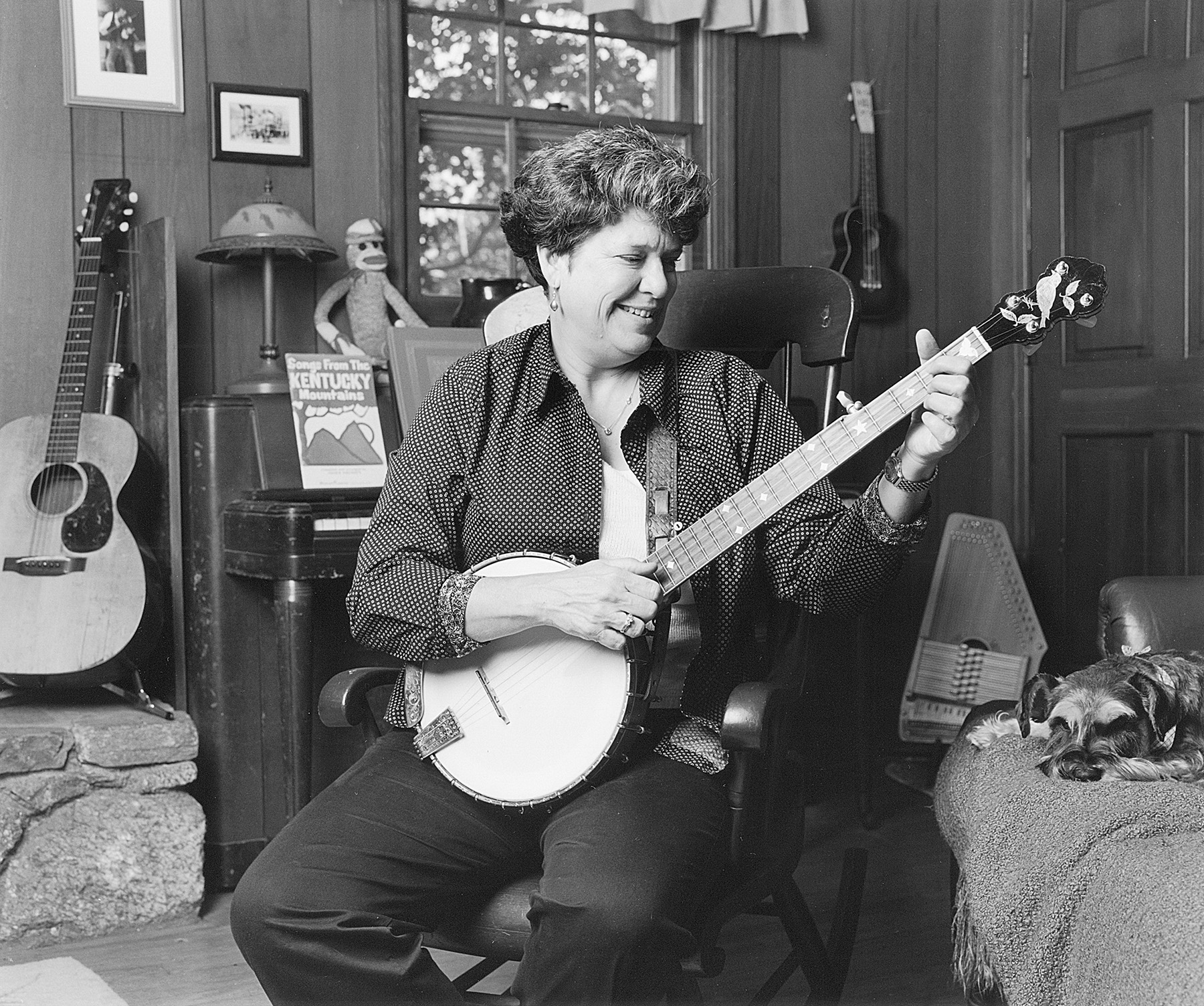 Laura Boosinger,with banjo